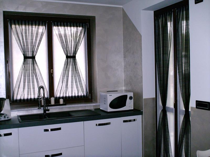 Tendine per finestre piccole quotes - Immagini di tende da interno ...